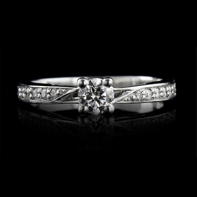 Годежен пръстен 18К злато, 1 диамант с тегло 0.32ct и 12 диаманта с тегло 0.11ct.