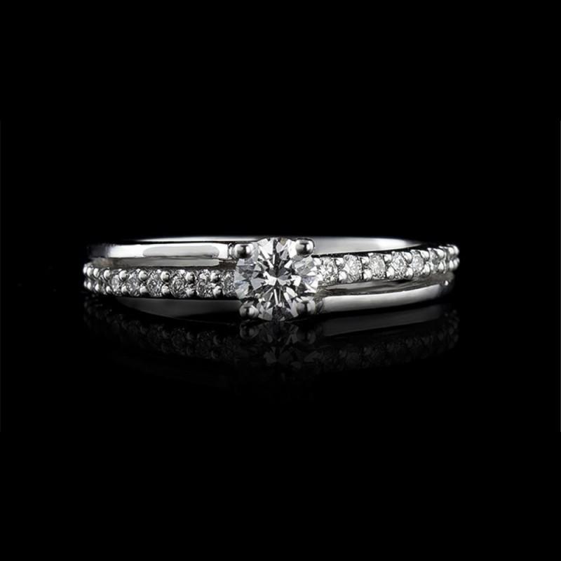 Годежен пръстен 18К злато, 1 диамант с тегло 0.29ct и 20 диаманта с тегло 0.14ct.