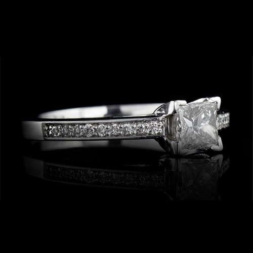 Engagement ring 18K gold with a central diamond 0.30ct and 18 diamonds 0.08ct.
