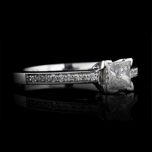 Годежен пръстен 18К злато, 1 диамант с тегло 0.30ct и 18 диаманта с тегло 0.08ct.