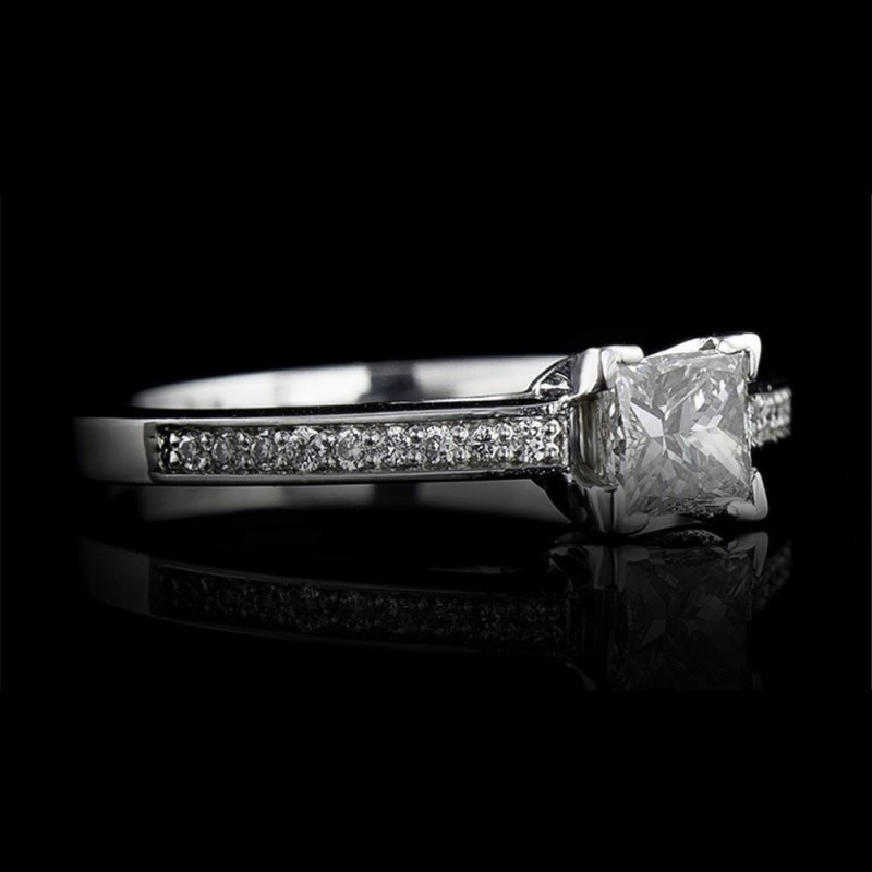 Ring 18K gold with a central diamond 0.30ct and 18 diamonds 0.08ct.