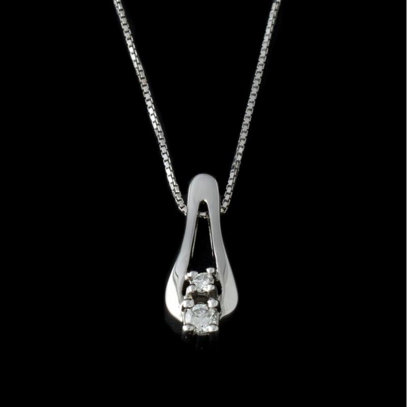 Necklace, 14K gold, 2 diamonds with a weight of 0.08ct.