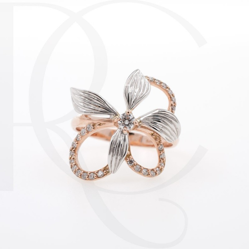 Ring of 14K rose gold and diamonds with a weight of 0.21ct.