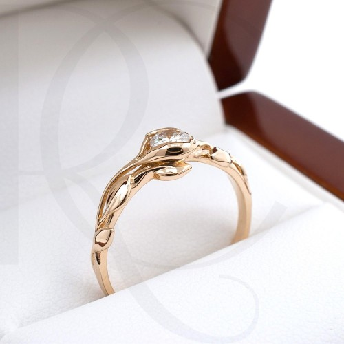 Ring of 14K gold with a 0,24ct diamond
