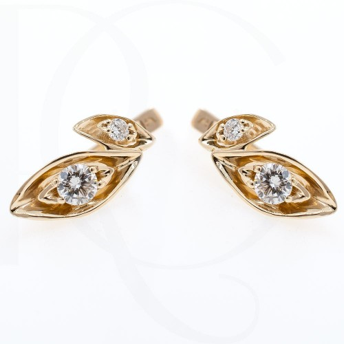 Earrings, 14K white gold, 4 diamonds with a weight of 0.31ct