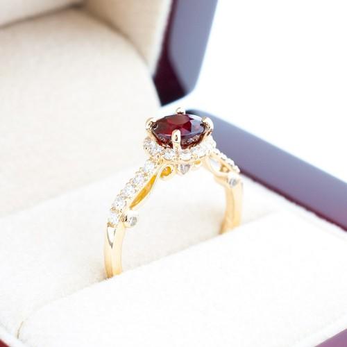 Пръстен 14К злато с рубин и диаманти.