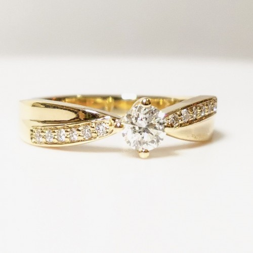 Engagement ring of 14К gold and diamonds with total weight of 0.42ct