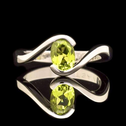 Ring of 18K gold with Tsavorite garnet 0.86ct