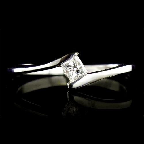 Годежен пръстен 18К злато, 1 диамант с общо тегло 0.138ct.