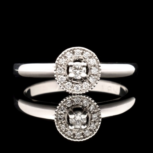 Ring of 18K gold, 13 diamonds with a weight of 0.13ct.