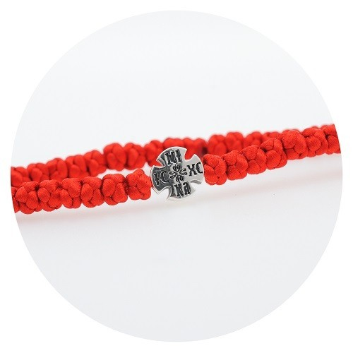 Гривна с червен конец и със сребърен кръст 925