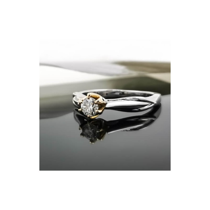 Engagement ring of 18К gold and diamond with weight of 0.31ct