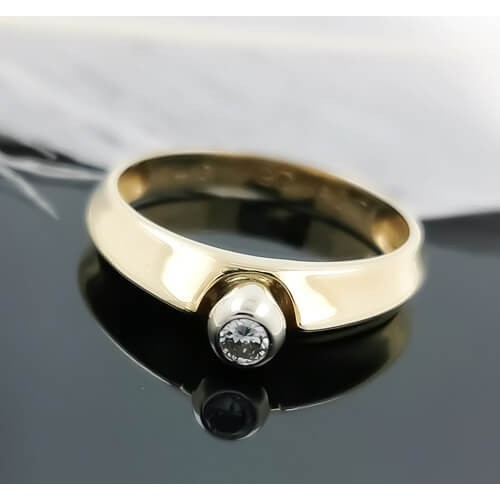 Engagement ring of 14K gold and 1 diamond 0.10ct