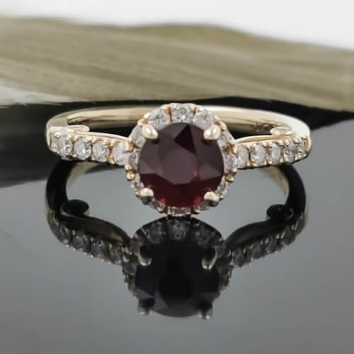 Ring of 14К YG with ruby 1.07ct and diamonds 0.43