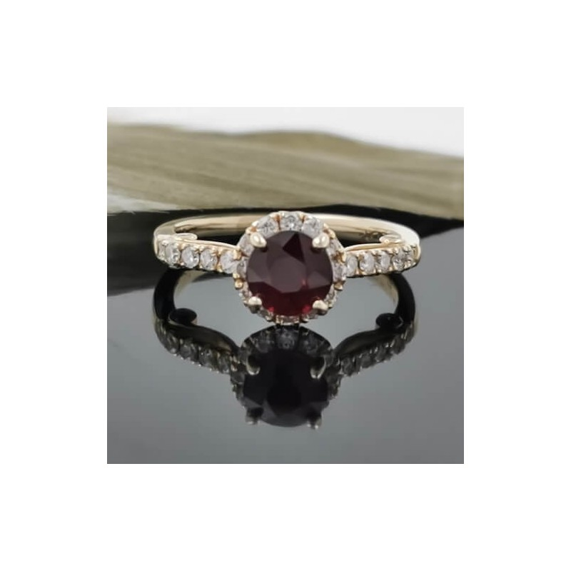Ring of 14К YG with ruby and diamonds