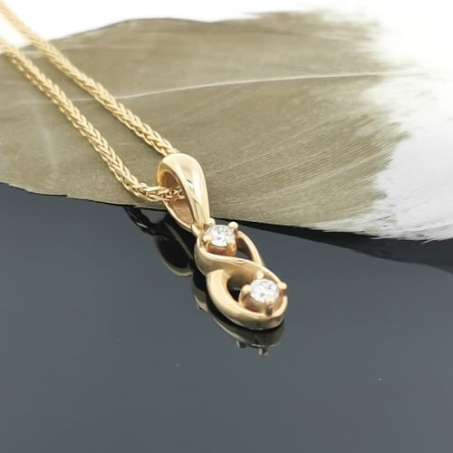 Necklace, 18K gold, 2 diamonds with a weight of 0,13ct.