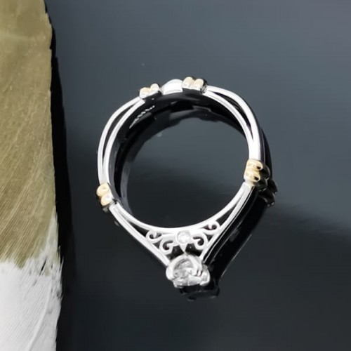 Engagement ring of 18K gold, and a diamond weight of 0.50ct