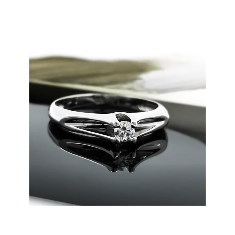 Годежен пръстен 18К злато, 1 диамант с общо тегло 0.10ct.