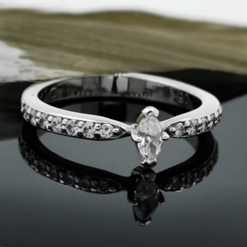 Engagement ring of 18К gold, 1 diamond with a weight of 0.11ct and 14 diamonds with a weight of 0.19ct.