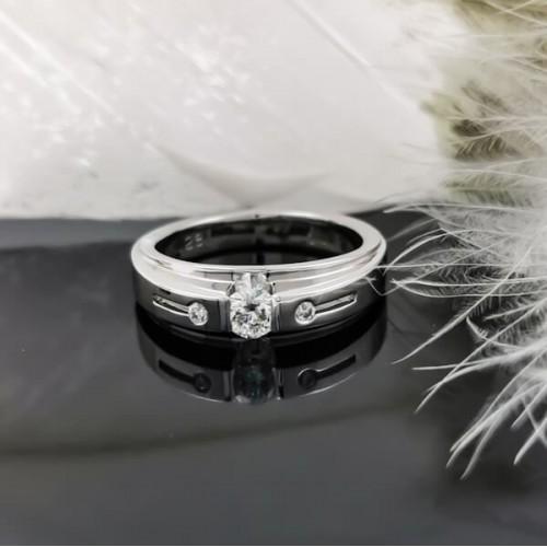 Ring of 14К gold, 1 diamond 0.25ct and 2 diamonds 0.03ct. 1