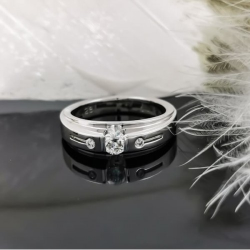 Годежен Пръстен 14К злато, 1 диамант 0.25ct и 2 диаманта 0.03ct.