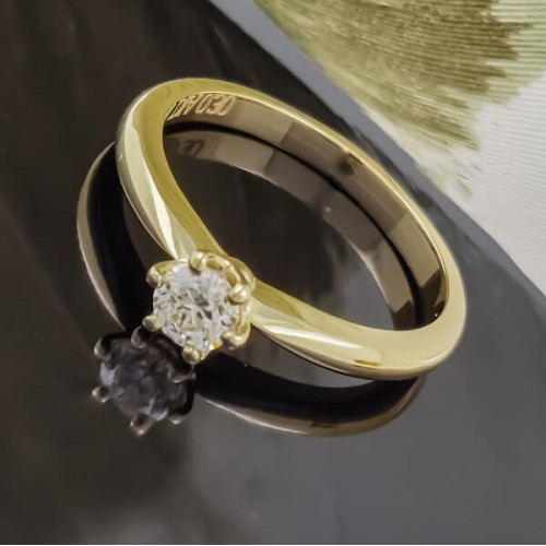 Engagement ring of 18K gold, 1 diamond with a weight of 0.30ct.