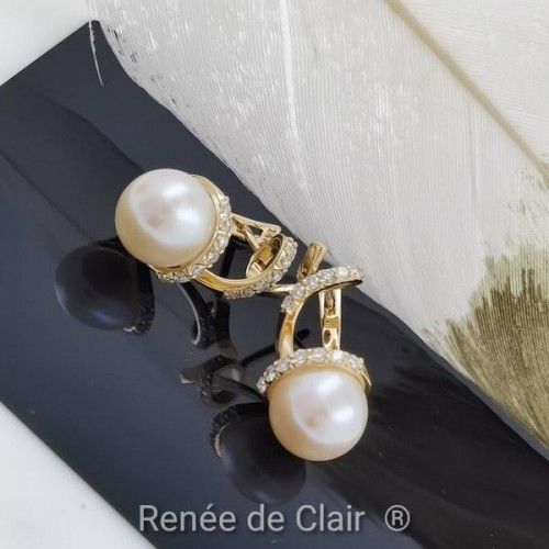 Earrings, 14K YG with 26 diamonds with a weight of 0.39 ct and 2 pearls