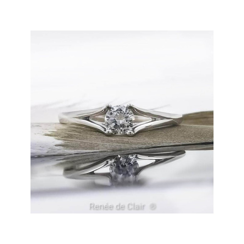 Engagement ring of platinum and diamond with a weight of 0.34ct
