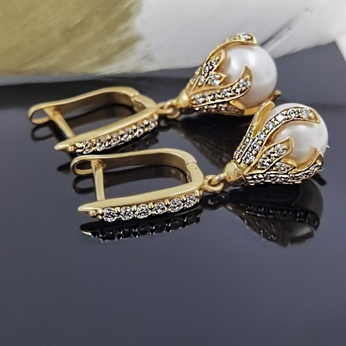 Earrings, 14K YG with 94 diamonds with a weight of 0.95ct and 2 pearls