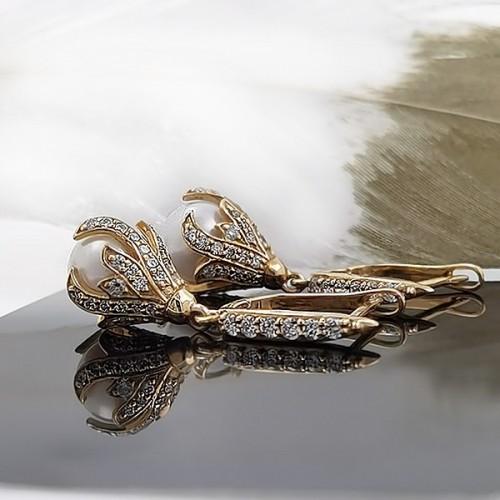 Обеци, 14K жълто злато с 94 диаманта с тегло 0,95 ct и 2 перли
